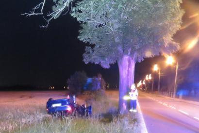 Strážníci vyprostili podnapilou řidičku