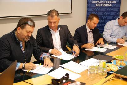 Podpis kolektivní smlouvy DPO